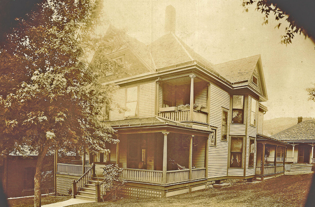 This photo of the 1899 Inn was taken sometime around 1905.